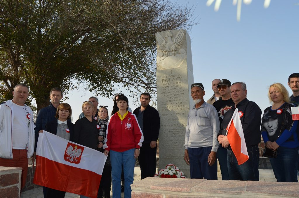 На захоронениях польских солдат.