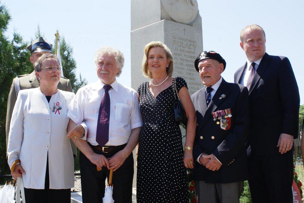 Пани Анна Андерс на открытии мемориала польским солдатам.